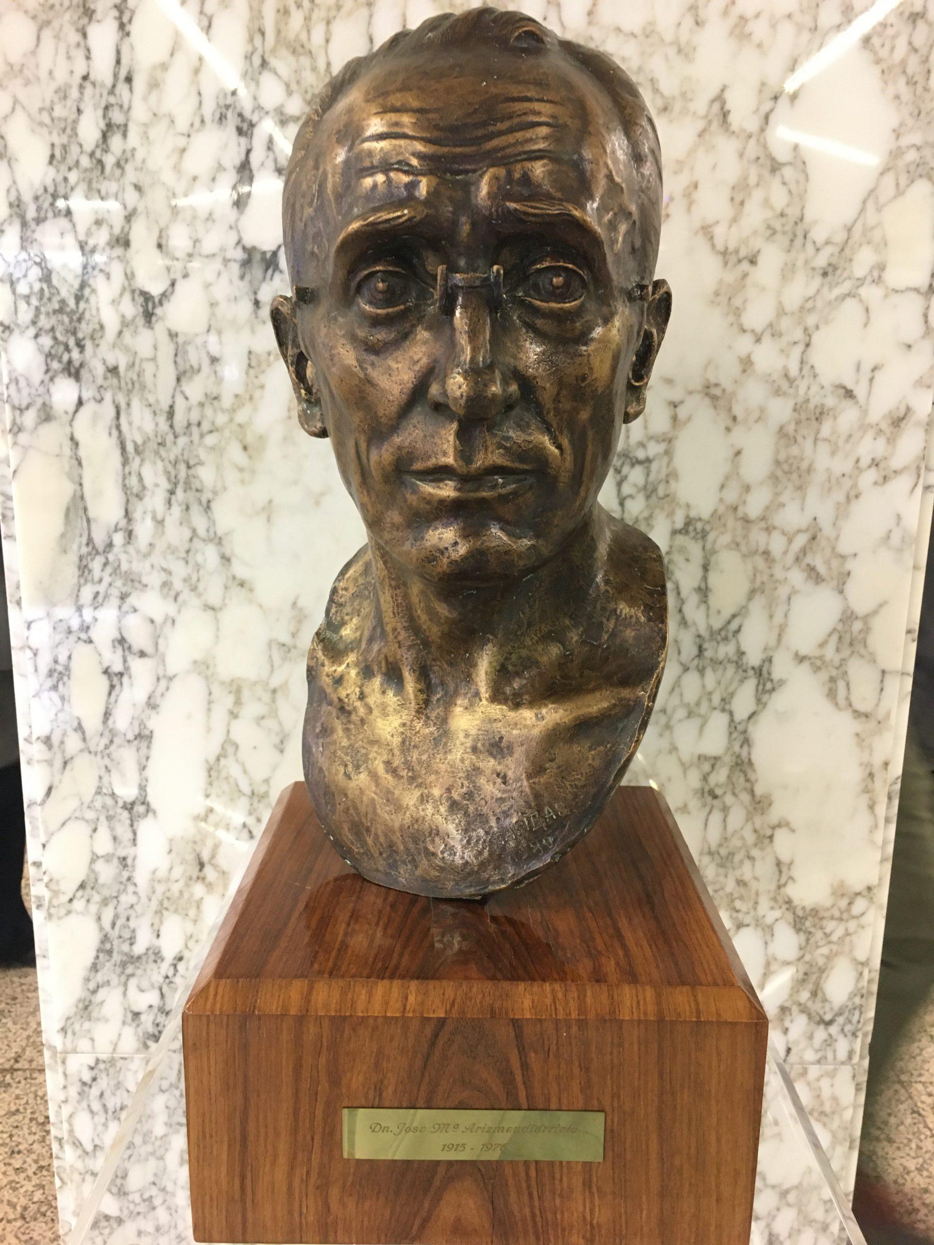 Bronze bust of Arizmendiarrieta
